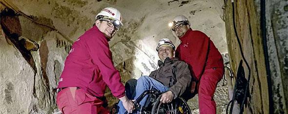 Mit dem Rollstuhl in die Unterwelt